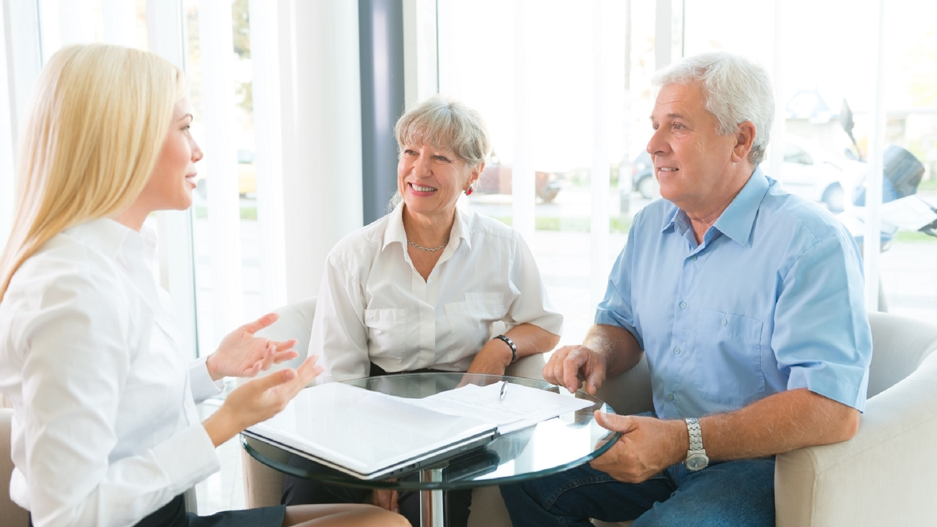 discussing-insurance-needs